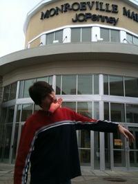 「ゾンビ」のロケ地モンローヴィル・モールを訪問したジョー・ヒル