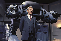 「ロボコップ」より、保安部長のジョーンズ(ロニー・コックス)とED-209
