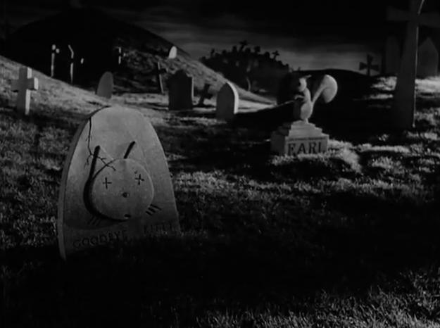 オリジナル版「フランケンウィニー」(1984)のキティの墓石