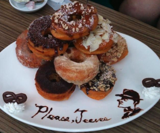 CAFEサーハビーの想いが伝わるドーナツの山