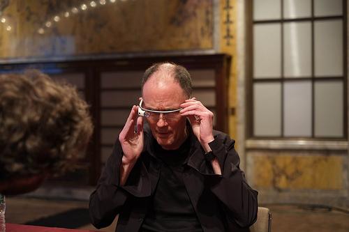 ウィリアム・ギブスン、グーグル・グラス(Google Glass)を試着